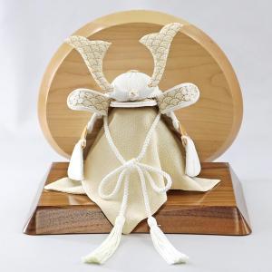 五月人形 兜 兜飾り WHITE STYLE ちりめん兜 (白金) 波鍬 高級木材使用台屏風 コンパクト おしゃれ|marutomi-a