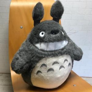 大トトロ笑いシリーズの一番大きな特大2Lサイズ。大トトロが笑っている人気のぬいぐるみです!手触りの良...