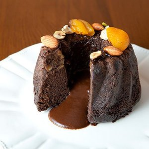1ヶ月以上ブランデーに付け込んだオレンジをふんだんに使ったチョコレートケーキです。フランス「クールボ...