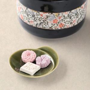 """四国徳島・香川地方の和三盆糖は、""""竹糖""""と呼ばれる品種の砂糖黍からほぼ手作りで作られる最高級砂糖です..."""