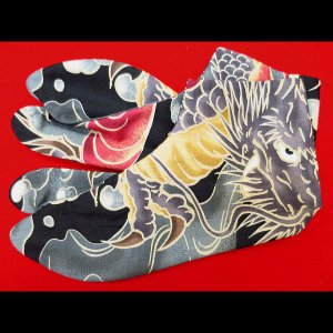 送料無料 大荒波に天空龍(黒)お洒落な和柄足袋 義若オリジナル|matsuriya-sonami
