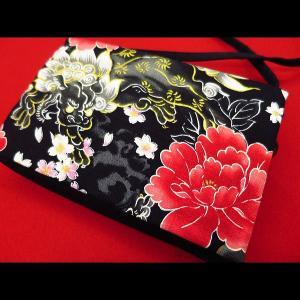 金彩唐獅子牡丹と桜吹雪 (黒赤) 和柄お祭り万能ポシェットショルダー|matsuriya-sonami