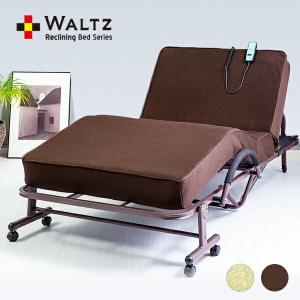 寝たままでリクライニング、フットアップ、マット面の高さを調節できる電動ベッド。マットは極厚約14cm...