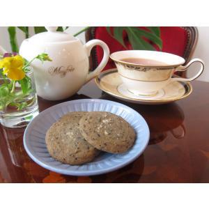 【ソルト黒ごまクッキー(3枚入り)】黒ごまの香りが濃厚な薄焼きクッキー、ミネラルたっぷりの佐渡の塩の旨みが味わい深い|mayfair-net