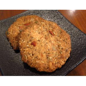 【チアシードとナッツのグラノーラクッキー(1枚入り)】スーパーフードのチアシードとナッツなどをたっぷり入れたクッキー。朝食にぴったり|mayfair-net