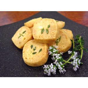 自家栽培ハーブ(タイム)をのせたクッキーです。 こちらは15枚入りの大袋です。 賞味期限はお手元に届...