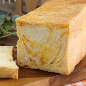 バターデニッシュにオレンジジャムを折り込み込みました。 ジューシーでフルーティな味と香り。   濃厚...