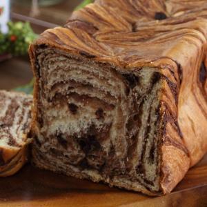 なめらかな高級チョコレートをデニッシュに織り込むことで しっとりした食感にカカオの風味が合わさった、...