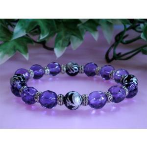 アメジストとは、 クオーツの一種で、含有する鉄やアルミニウムによって紫色になります。火成岩が冷えた...