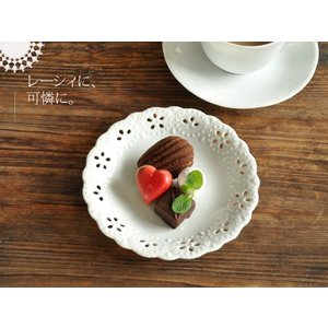 白い食器 お花畑のレリーフ皿15.7cm<透かし> ホワイト...