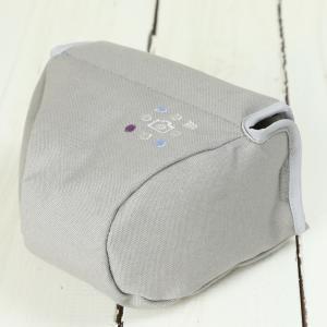 カメラケース camera case ミラーレス一眼カメラ用 カメラのお洋服 ミニ / ライトグレー 帆布 needlework(刺繍)シリーズ|mi-na