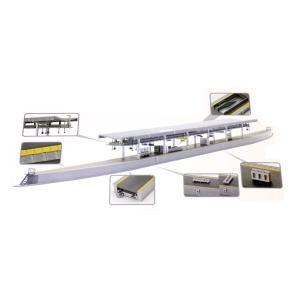 ■既存の近郊形ホームと同様の高い上屋が外観上の特徴で、上屋の構造が架線吊架用の梁を兼ねる、新幹線の駅...