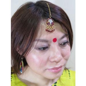 tik046 ティカ インド ヘアアクセ ボリウッド ベリーダンス 民族衣装 銀色に輝くラインストーンの周りに深紅色ビジューが揺れるティッカ|mifashion