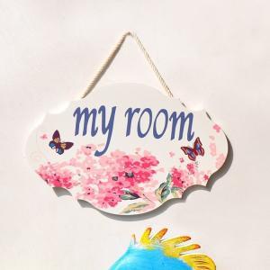 花柄や蝶が綺麗な色鮮やかな木製プレートです。 【my room】と【Welcome】の2デザインから...
