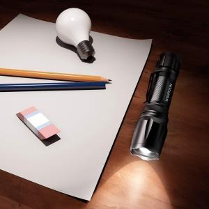 Wsiiroon 懐中電灯 LED 強力 軍用 超高輝度 小型 ズーム式 5モード 停電 防災対策 ...
