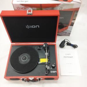 《アウトレット品》ION Audio スピーカー内蔵 スーツケース型レコードプレーヤー Vinyl Transport レッド|mikigakki