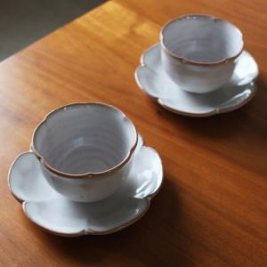 萩焼 花形カップ&ソーサー ペアセット 風呂敷包み|mikura