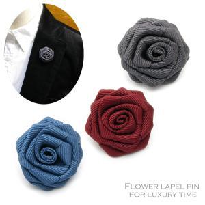小さなコサージュのように華やかなバラのピンブローチ しっかりと張りのある質感の布地で作られています ...