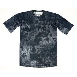 シンプルでありながら、機能性が抜群な半袖Tシャツです。軽量且つ通気性の良い合成素材を使用しており、春...