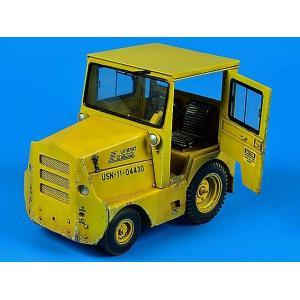 現用アメリカ軍 GC340-4/SM-340牽引トラクター(キャブ付き) フルキット  UNITED TRACTOR GC340-4/SM-340 tow tractor (with cab)  1/32[AIB-320042]|miniature-park