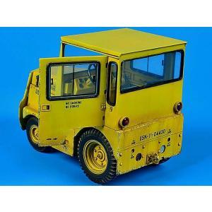 現用アメリカ海軍/国防兵站局(DLA)GC340/SM-340牽引トラクター(キャブ付き) フルキット   UNITED TRACTOR GC340/SM-340 US NAVY/DLA (with cab)  1/32|miniature-park