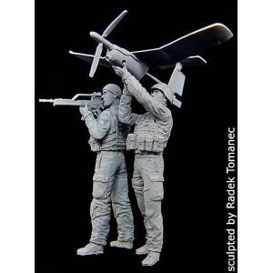 現用ドイツ軍 兵士セット アフガニスタン(EMTアラジン無人偵察機付き。2体入)  German soldiers team EMT Aladin in Afghanistan 1/35 miniature-park