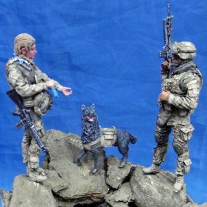 用アメリカ軍 女性兵士&兵士セット(2体入。犬付き)  US woman + soldier with dog  1/35|miniature-park