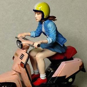 スクーター女子(スクーターは付属しません) Girl driving a scooter (the scooter is not included)  原型:林浩己 1/24[IT-BK2401]【セール対象外】|miniature-park