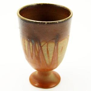 備前焼特有の文様である緋襷が綺麗に現れているワイングラスです。緋襷とは、器を焼成する際に、器同士がく...