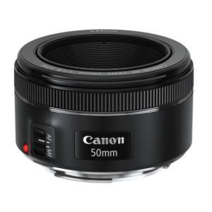 わずか160gという軽量・コンパクトさと、F1.8という明るさが特長の標準単焦点レンズです