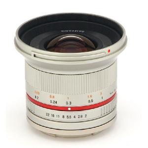 APS-Cサイズのミラーレスカメラ専用に開発した、広い画角の低歪曲のマニュアルレンズです