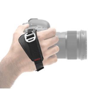・プロ用一眼レフカメラやグリップ付一眼レフカメラなど、多くのサイズのカメラに対応した抜群の使いやすさ...