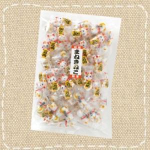 希望小売価格:1,800円(税別)  1コのまねきねこに直径約1cmの丸いチョコ玉が2個包装されてい...