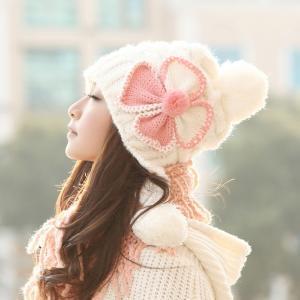 ニット帽 ボンボン ポンポン レディース 防寒 帽子 暖かい あったか 大人 女性用 秋冬 かわいい ゆったり コーデ 着こなし おしゃれ ふんわり 小顔効果