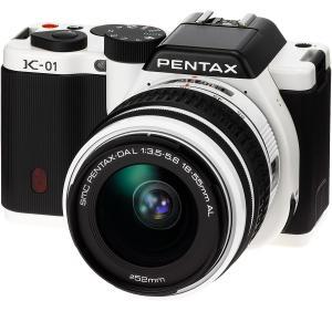 PENTAX ミラーレス一眼カメラ K-01ズームレンズキット ホワイト/ブラック K-01ZK WH/BK|mlf