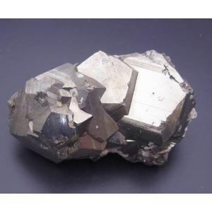 15015 黄鉄鉱 Pyrite 巨大結晶で知られる三井のワンサラ鉱山産 : 瑞浪鉱物展示館 【送料無料】|mm-museum