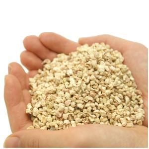 コーンリターはトウモロコシの穂軸を粉砕した100%天然素材の敷き床です。 安全性も高く、吸収性に優れ...