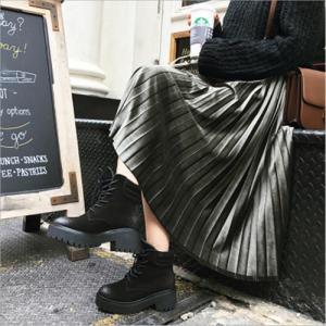 韓国ファッション風のマキシ丈のプリーツスカート。 秋冬のコーディネートには最適なシックなカラーと、大...