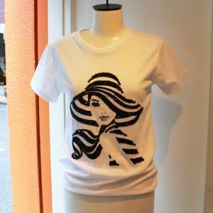 ビーズ&スパンコール Tシャツ 白ティー ワンポイント WOMAN ウーマン キラキラ レディース  modisteclub