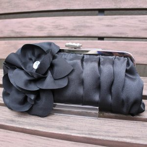 結婚式クラッチバッグ 黒 サテン 花モチーフ|modisteclub