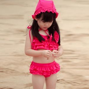 【KID'S】【3点セット】帽子付きフリルビキニキッズ水着 水着 女の子 キッズ セパレート 帽子 無地 ビキニ フリル ぺプラム フレア 3点セット moha