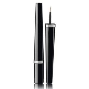 印象的なまなざしに仕上げるリクィッドアイライナー。しなやかなペンのように設計されたブラシは、繊細にも...