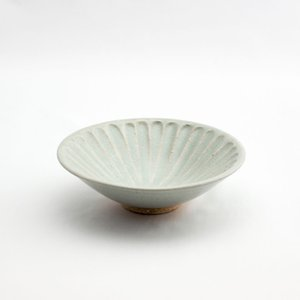 和食器 陶器 和皿 シノギ 緑 鉢 中皿 日本製 おしゃれ カフェ モダン サラダ 16.6cm 太シノギ反5.5鉢 緑貫入鉢|monomono-shop
