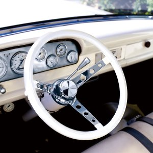 MOONEYES Original Classic Style Vinyl Grip Steering Wheel 34cm(13.5