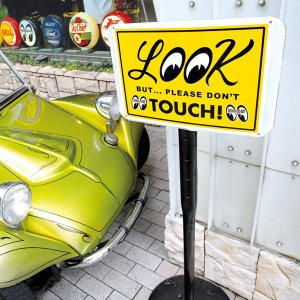 LOOK But Please Don't Touch! プレート mooneyes