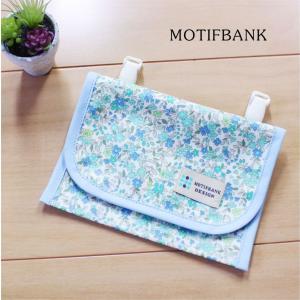 【ハンドメイド】 携帯ポケット 便利な2ポケット 濡れても安心 つや消しラミネート仕様 (リバティー風ブルー)|motifbank