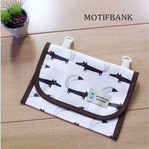 【ハンドメイド】 携帯ポケット 便利な2ポケット 濡れても安心 つや消しラミネート仕様 (オオカミ柄)|motifbank