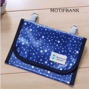 【ハンドメイド】 携帯ポケット 便利な2ポケット 濡れても安心 つや消しラミネート仕様 (紺地x白星柄) motifbank