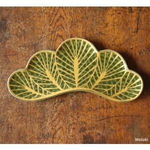 冬でも緑を絶やさない常緑である松は縁起が良いものとされています。 前菜皿は、料亭、日本料理のお店で使...