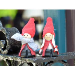 スウェーデン 赤い三角帽子のおすわり妖精 木製 フェルト 置物 2個セット motomachi-takenaka